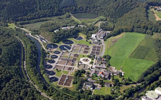 Das Klärwerk Buchenhofen in Wuppertal aus der Luft.